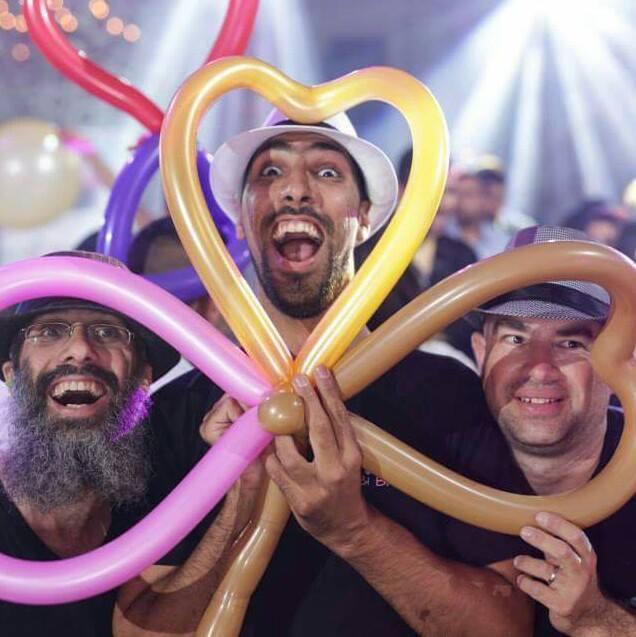 WedReviews - אטרקציות לחתונה, גימיקים לחתונה - קובי בלונים